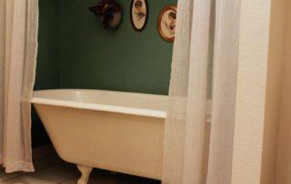 Nostalgia John Hill Matthews Bed and Breakfast Bowie Texas bathtub